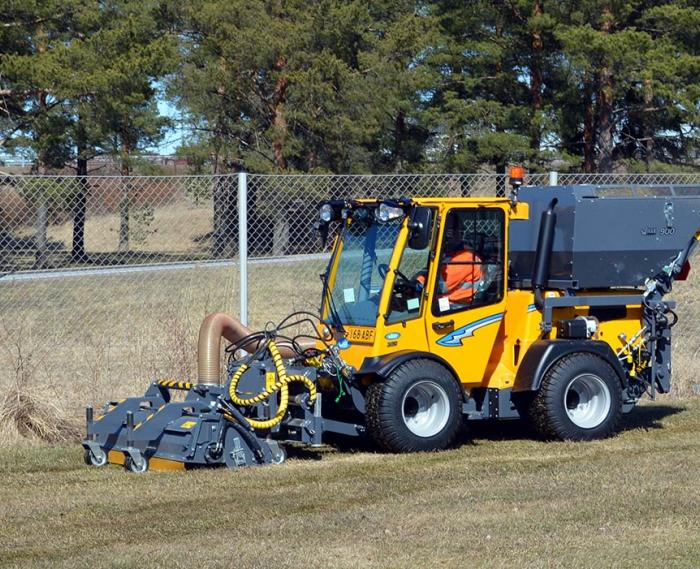 Wille Optim Leaf Collector with Wille 265 collecting leafs and other biomass from lawn.