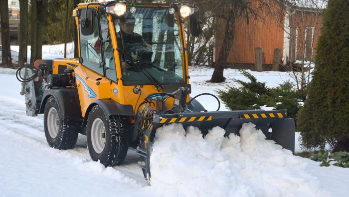 Wille Optim ZoomPlus 250 snow plow with Wille 265 in action, plowing snow