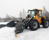 Wille Optim Multi-function Bucket 1500 in action with Wille 665 clearing a parking lot