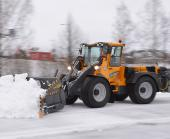 Wille Optim Multi-function Bucket 2000 in action with Wille 865 clearing a parking lot